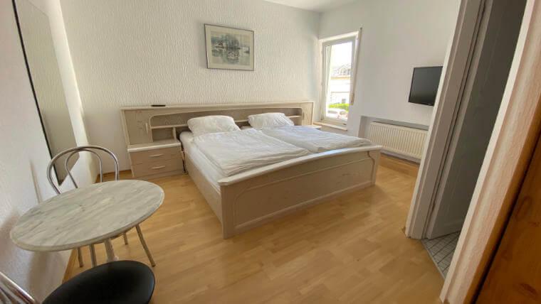 Doppelbettzimmer mit Bad im Hotel T. Strobel Garni in Maisach